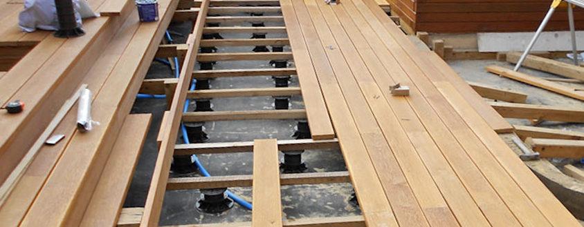 Опоры Левел с деревянной лагой на бетоне под подиум